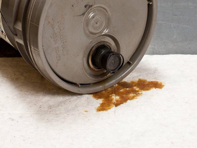 ドラム缶など大きな容器の不意の転倒による漏れ対策