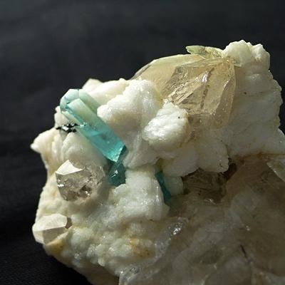 ヒマラヤ産鉱物原石(標本)祭りReturns011 アクアマリン