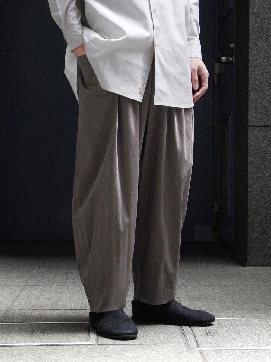 """Dulcamara × SHELTER (ドゥルカマラ) """"別注C/Nサテン3サイドPT"""" <パンツ> - GRAY BEIGE"""