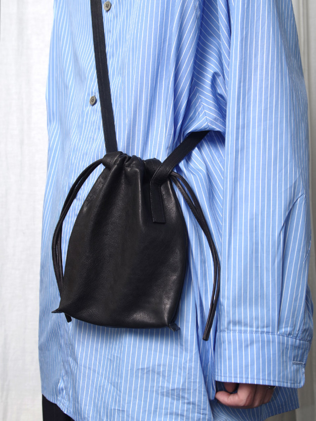 "PATRICK STEPHAN (パトリックステファン) ""Leather cell phone bag 'drawstring 203ABG01"" <サコッシュ  ショルダーバッグ>"