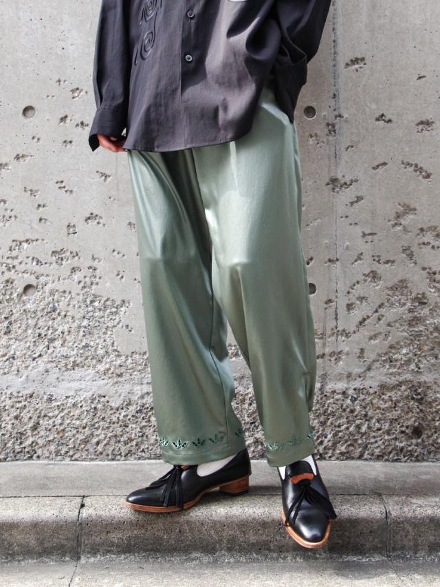 """【2021SS】 Sasquatchfabrix. (サスクワァッチファブリックス) """"FAKE LEATHER EASY PANTS"""" <サテンパンツ> - BLUE GREEN"""