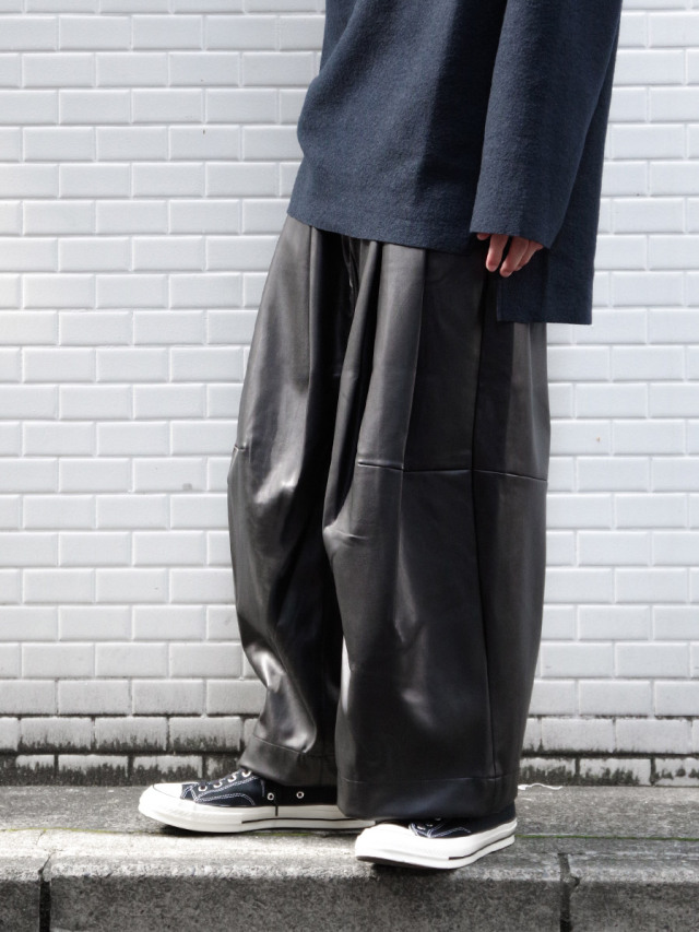 "SHINYAKOZUKA ""BAGGY"" - BLACK"