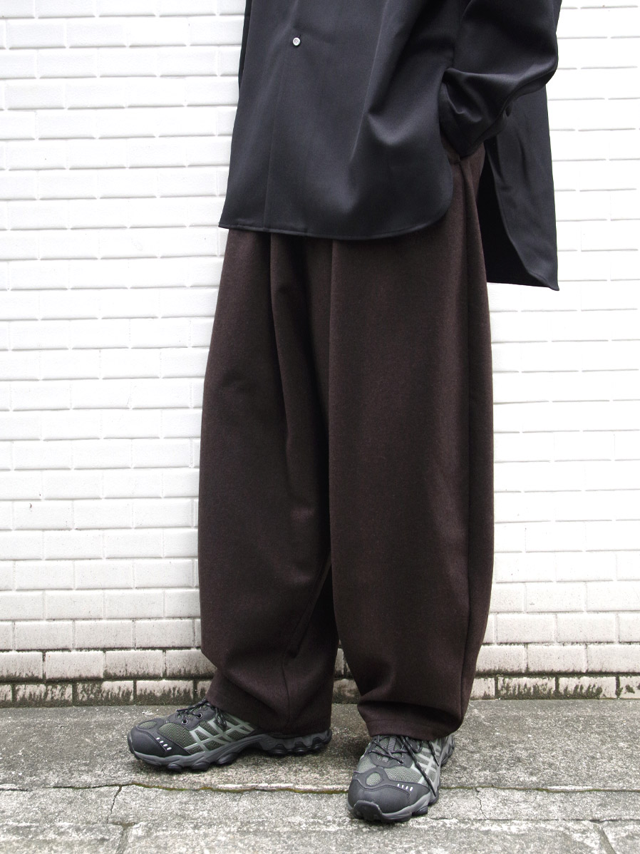 "【20AW】 my beautiful landlet (マイビューティフルランドレット)  ""FLANNEL WOOL WIDE EASY PANTS"" <パンツ> - BROWN"
