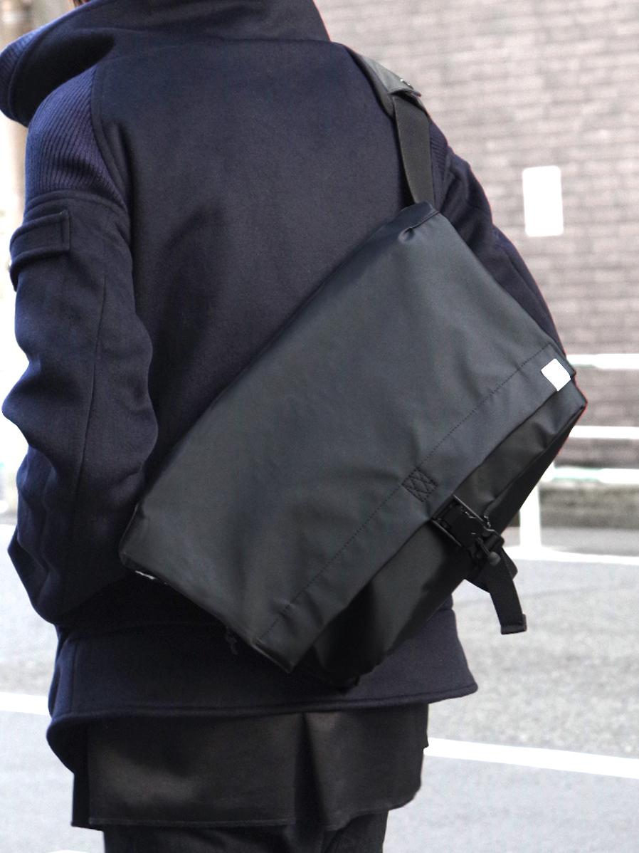 "Notive (ノーティヴ) // ""WATER-PROOF PVC MESSENGER BAG"" <メッセンジャーバッグ>"