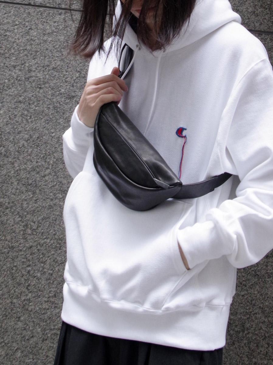 "PATRICK STEPHAN (パトリックステファン) ""Leather small waist bag 'demi circle'"" #191ABG07 <ボディバッグ/サコッシュバッグ>"