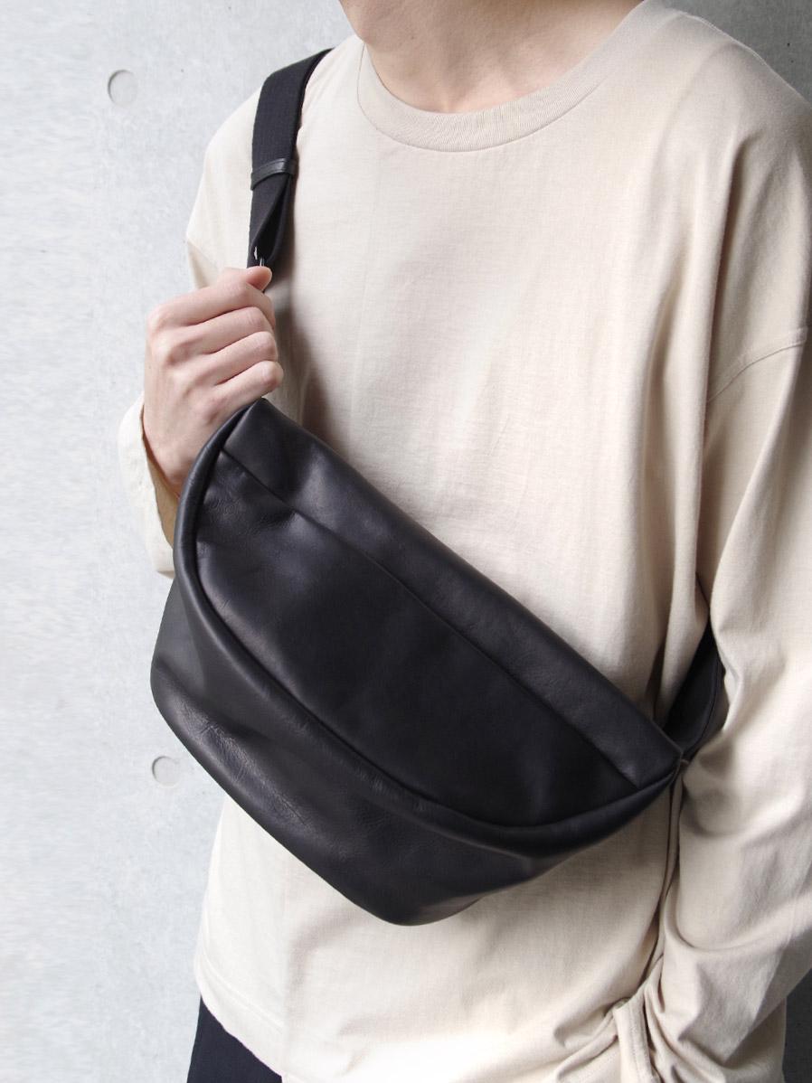 "PATRICK STEPHAN (パトリックステファン) ""Leather waist bag 'demi cercle' douce"" #194ABG02 <ボディバッグ>"