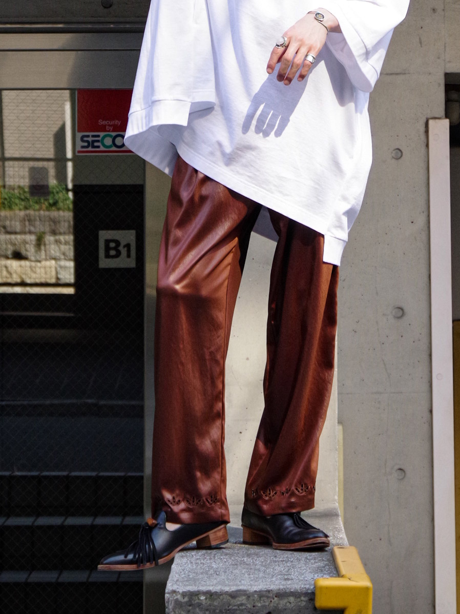 "【2021SS】 Sasquatchfabrix. (サスクワァッチファブリックス) ""FAKE LEATHER EASY PANTS"" <サテンパンツ> - DARK BROWN"