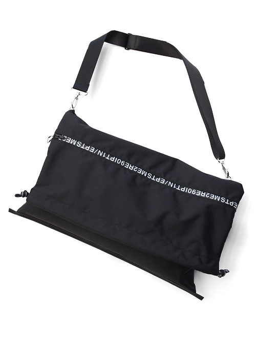 "【19SS】 soe (ソーイ)  ""Lettered Zip Shoulder Bag"" <バッグ>"