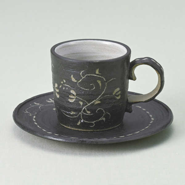 コーヒーカップソーサー 唐草彫 黒