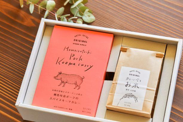 【姫路】レトルトスパイスカレー(豚)3個セット&カレーに合うお米(ギフトボックス、熨斗対応)