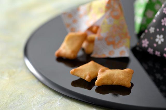 【淡路島産玉ねぎ使用】玉ねぎおかき カリカリ一口サイズ