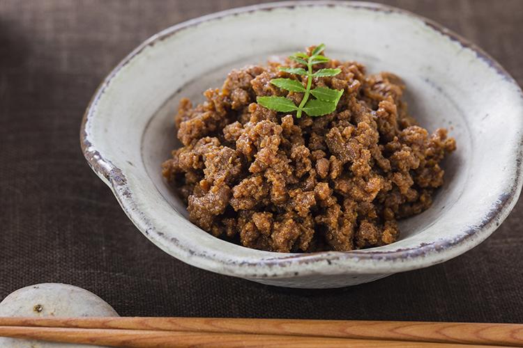 【食品添加物不使用】香川県産『讃岐親鶏胸肉』を再仕込み丸大豆醤油『鶴醤』で炊き上げた鶏そぼろ煮