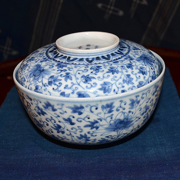 花唐草蓋茶碗