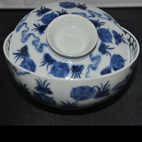 兎図蓋茶碗