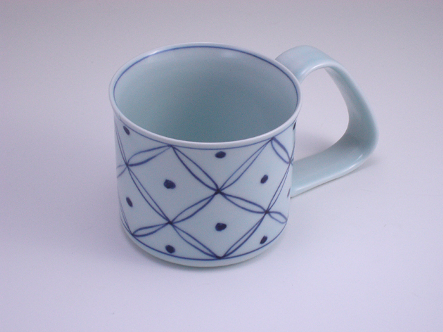 七宝地紋倒れにくいマグカップ(小) しん窯 青花