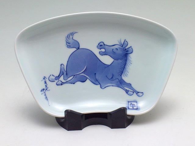 干支午(馬)飾り扇形皿 しん窯 青花