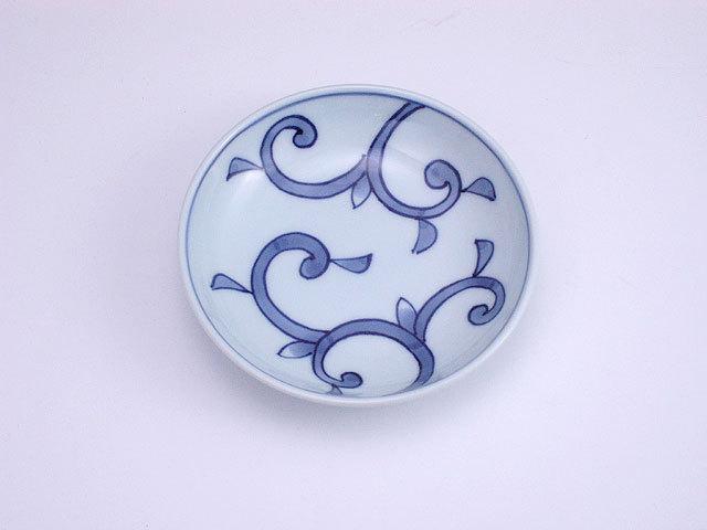 有田焼 青花 唐草3.6寸深小皿