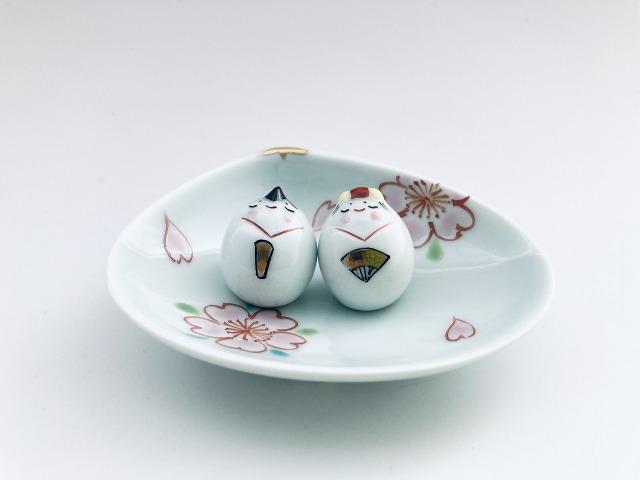 豆ひな人形2人揃(桜絵、貝型台皿付) しん窯 青花