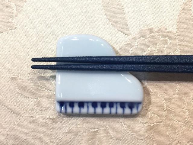 ハーモニー グランドピアノ箸置(2個入り)  しん窯 青花