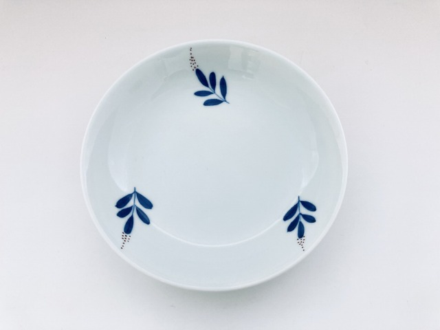 染錦南天反5寸皿 しん窯青花匠 限定商品
