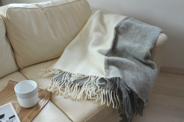 可愛いおしゃれな毛布のシルケボーウールブランケット北欧テイストチェック柄のインテリアイメージ