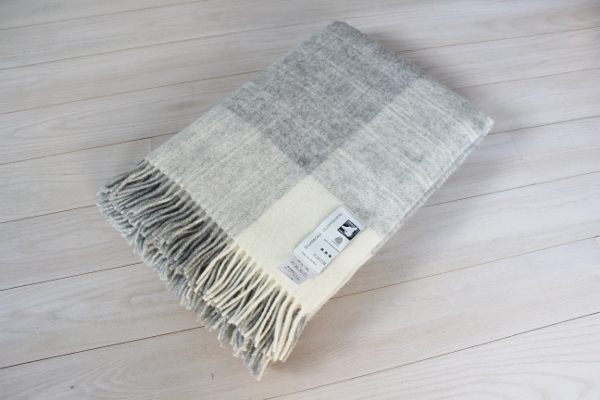 可愛いおしゃれな毛布のシルケボーウールブランケット北欧テイストのひざ掛けチェック柄畳のシーン