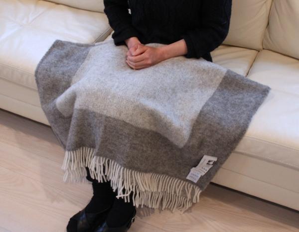 可愛いおしゃれな毛布のシルケボーウールブランケット北欧テイストのひざ掛けソファーでシーン