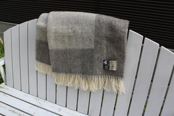 可愛いおしゃれな毛布のシルケボーウールブランケット北欧テイストのひざ掛けアウトドアシーン