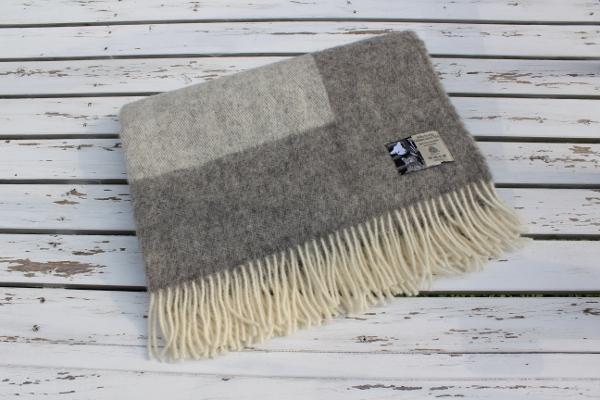 可愛いおしゃれな毛布のシルケボーウールブランケット北欧テイストのひざ掛け畳みイメージ