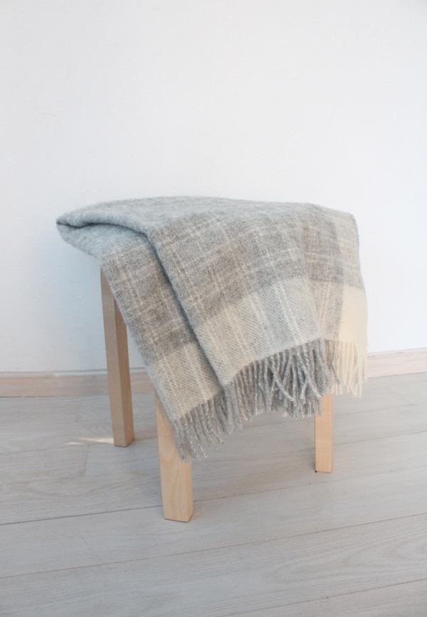 可愛いおしゃれな毛布のシルケボーウールブランケット北欧テイストのインテリアイメージ