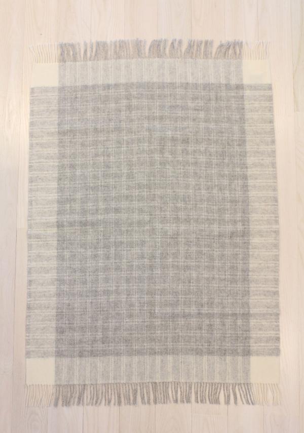 可愛いおしゃれな毛布のシルケボーウールブランケット北欧テイストの商品広げたアップ画像