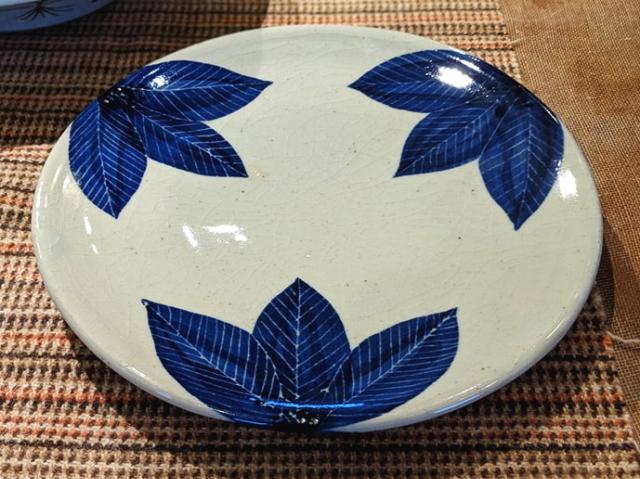五山焼(いつつやまやき) 「葉紋皿」 ~信州の陶芸家 朝比奈克文氏 陶芸作品