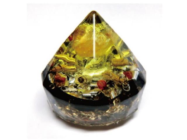 「豊かさの太陽 ダイヤモンド型オルゴナイト (φ40mm×H45mm)」 ~オルゴンエネルギーグッズ~