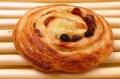 大きい!手のひらサイズの『パン・オ・レザン』カスタードクリームとレーズンの上品なフレンチデニッシュ!