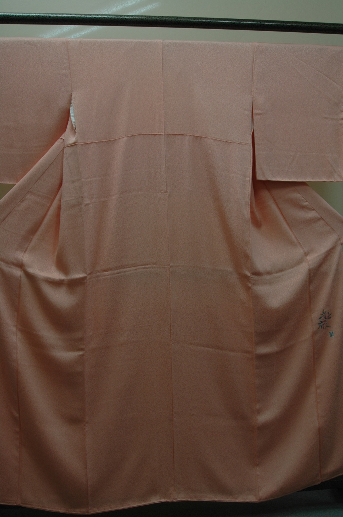 Monoki「モノキ」 【色無地 サーモンピンク 落款あり しつけ付 2110】 着物リメイク&リユース リサイクル