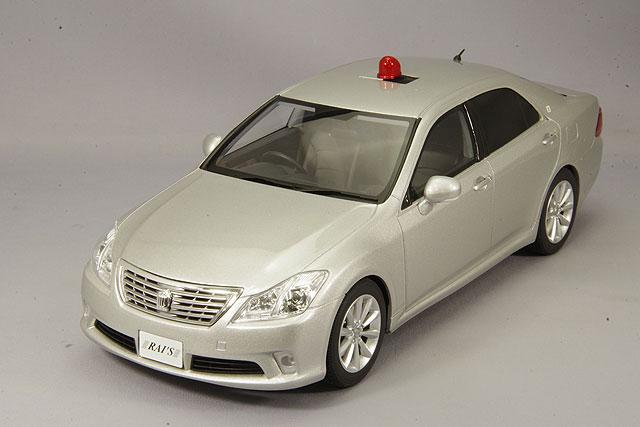 【予約品】 RAI'S 1/18 トヨタ クラウン GRS202 2011 警察本部交通部交通覆面車両 銀