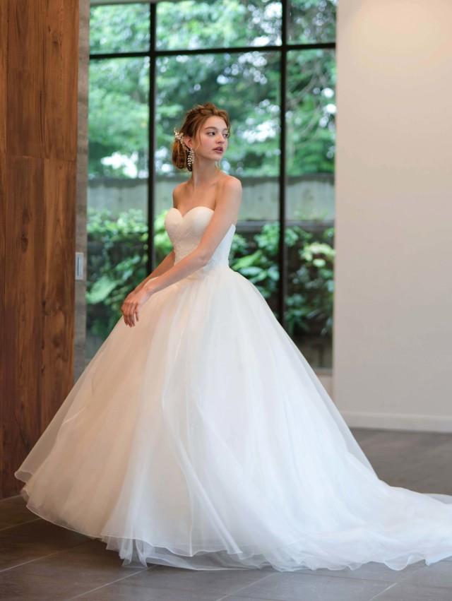 ウェディングドレス シンプル プリンセスライン オーガンジー ハートシェイプ