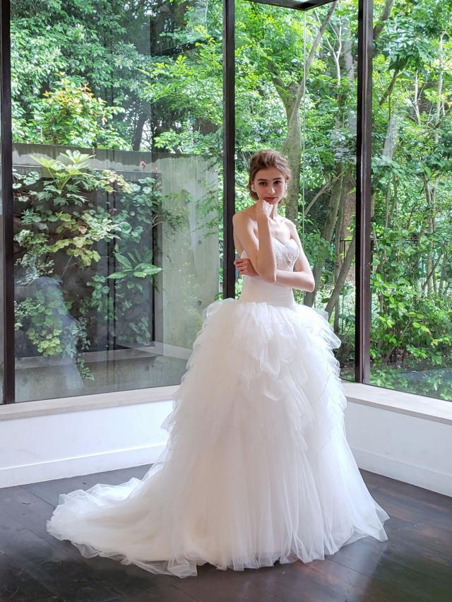 ウェディングドレス 個性的 フリル チュール