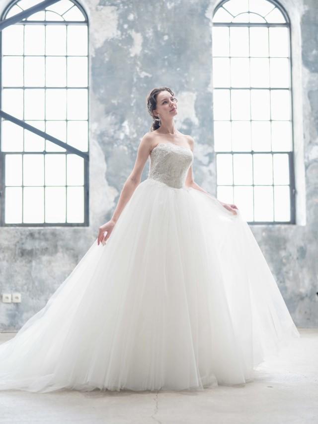ウェディングドレス チュールドレス プリンセスライン ビジュー
