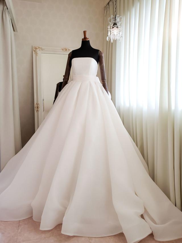 シンプル ヴォリュームドレス ウェディングドレス エレガント 高級感
