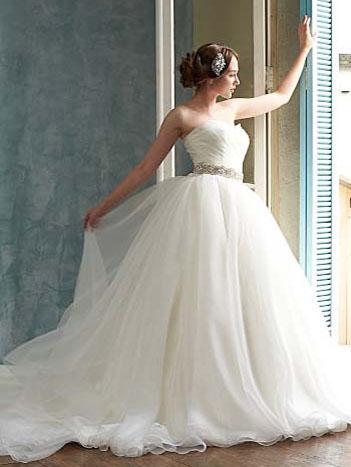大人のシンプルなウェディングドレス ふんわりオーガンジー