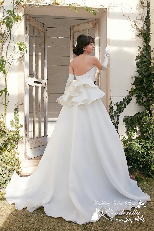 最新ウェディングドレス ミカドサテン ペプラム