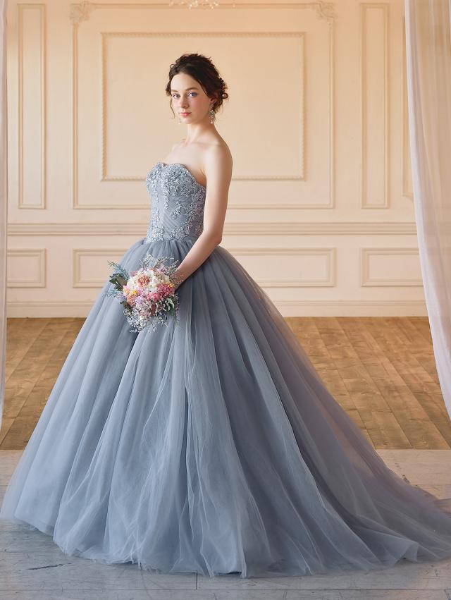 大人の上品なグレーのカラードレス
