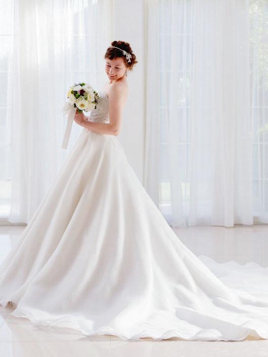 シンプルなウェディングドレス 販売 レンタル 海外 リゾートウェディング