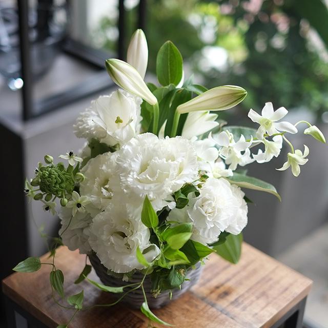 バスケット お悔やみの花 お供えの花 季節花おまかせ 5,500円 1529054