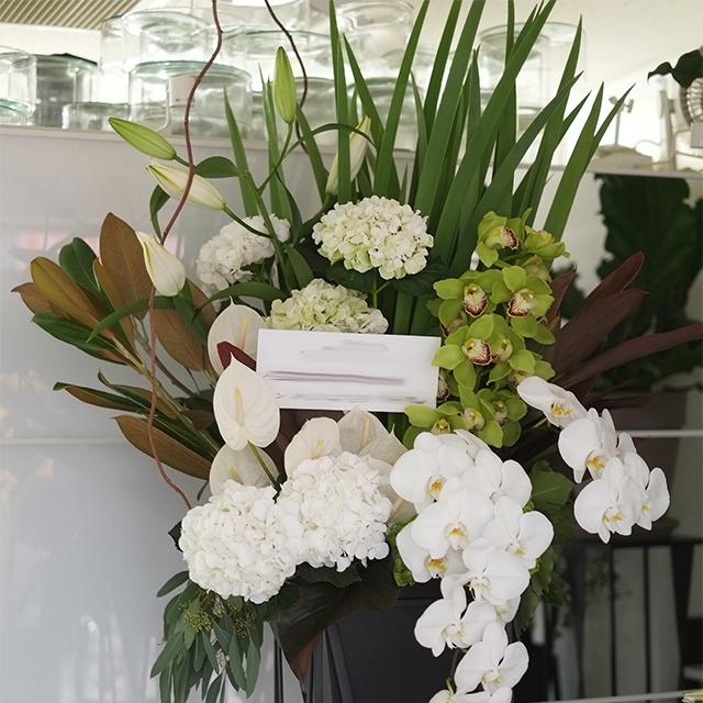 色が選べる|スタンド花|季節花おまかせ|30,000円|東京23区のみ配達|1529043