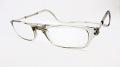 「クリックリーダー」  カラー:クリアグレー フロントの磁石でかんたん掛け外し、首からぶら提げる老眼鏡