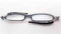 イタリア生まれの超コンパクト折りたたみ老眼鏡 『zic(ジック)』 G065-04 ブラック