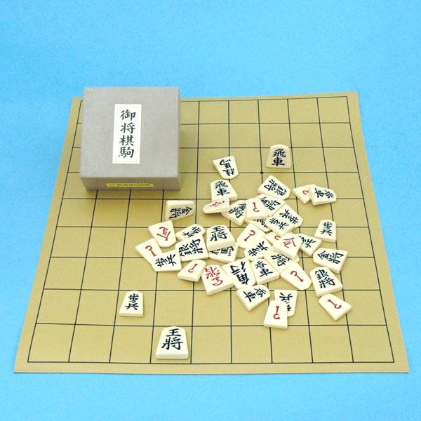 塩ビの将棋盤とプラスチック製駒歩心(裏赤)のセット