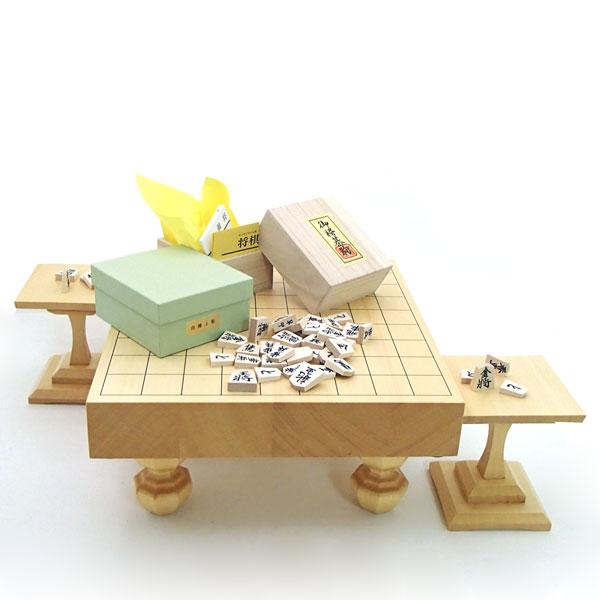 木製将棋セット ヒバ2寸卓上・足付兼用将棋盤に山形天童の白椿上彫駒に駒台付
